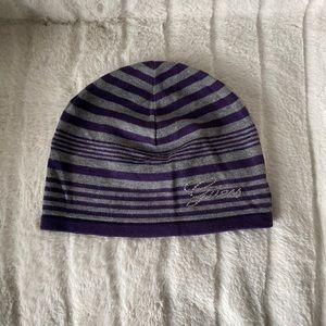 ⭐️3 for $20. Women's guess beanie. Never worn.